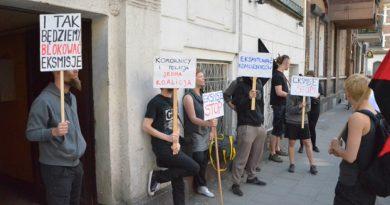 ZKZL i władze miasta domagają się eksmisji. Gazeta Wyborcza im przyklaskuje